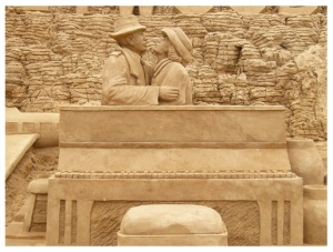 Homenagem ao filme Casablanca, escultura de Gisele Prata Real