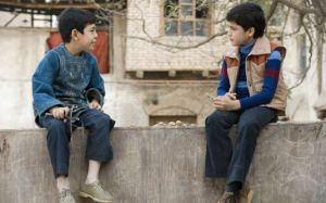 Amir e Hassam conversam, foto de divulgação do filme