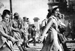 Mulheres se juntam aos comnbatentes de 1932.
