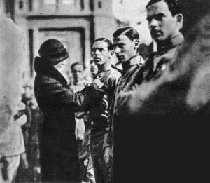 Soldados Revolucionários condecorados por atos de bravura
