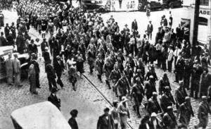 Tropas marchando para a frente sul