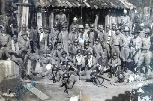 Armando Erbiste marcado no centro, Santos, 1932