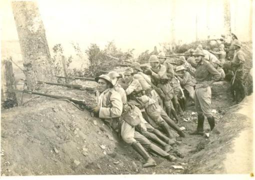Trincheira com tropas da ditadura, em Itapira.