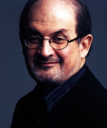 Escritor Salman Rushdie