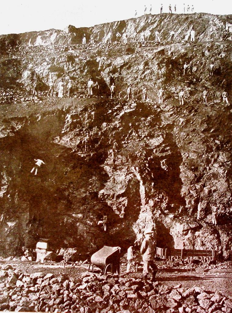 Minas, parte central da jazida mostrando 3 planos de ataque