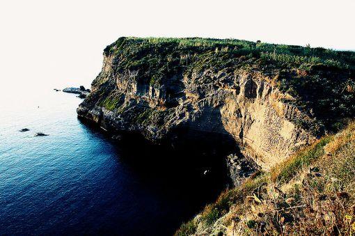 Ventotene_cliffs