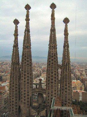 barcelona antoni_gaudi_sagrada_familia_4spires