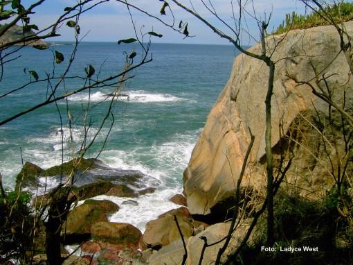 mar e pedras