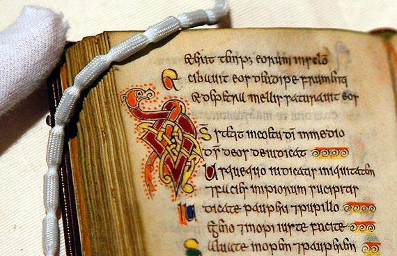 Resultado de imagem para livro mais antigos