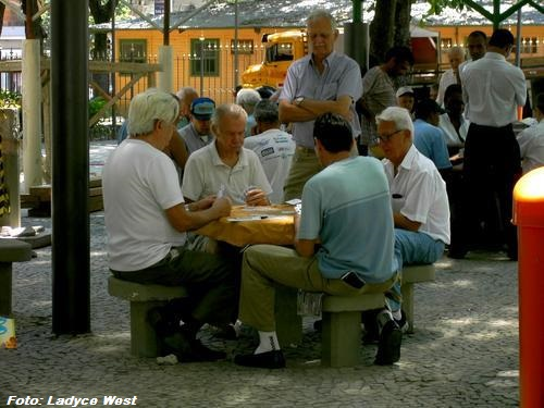 Jogo na praça Serzedelo Correia