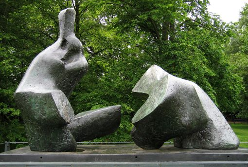 1024px-Henry_Moore_-_Two_Piece_Reclining_Figure_5_-_Kenwood