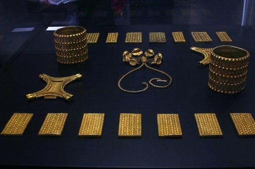 1200px-El_Carambolo_Treasury_-_7th-5th_cent._b.C._-_Seville_-_Museo_Arqueológico_de_Sevilla3