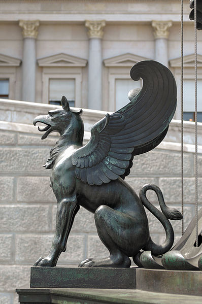 398px-Statue_of_a_Griffin,_Parliament_building_(Vienna)